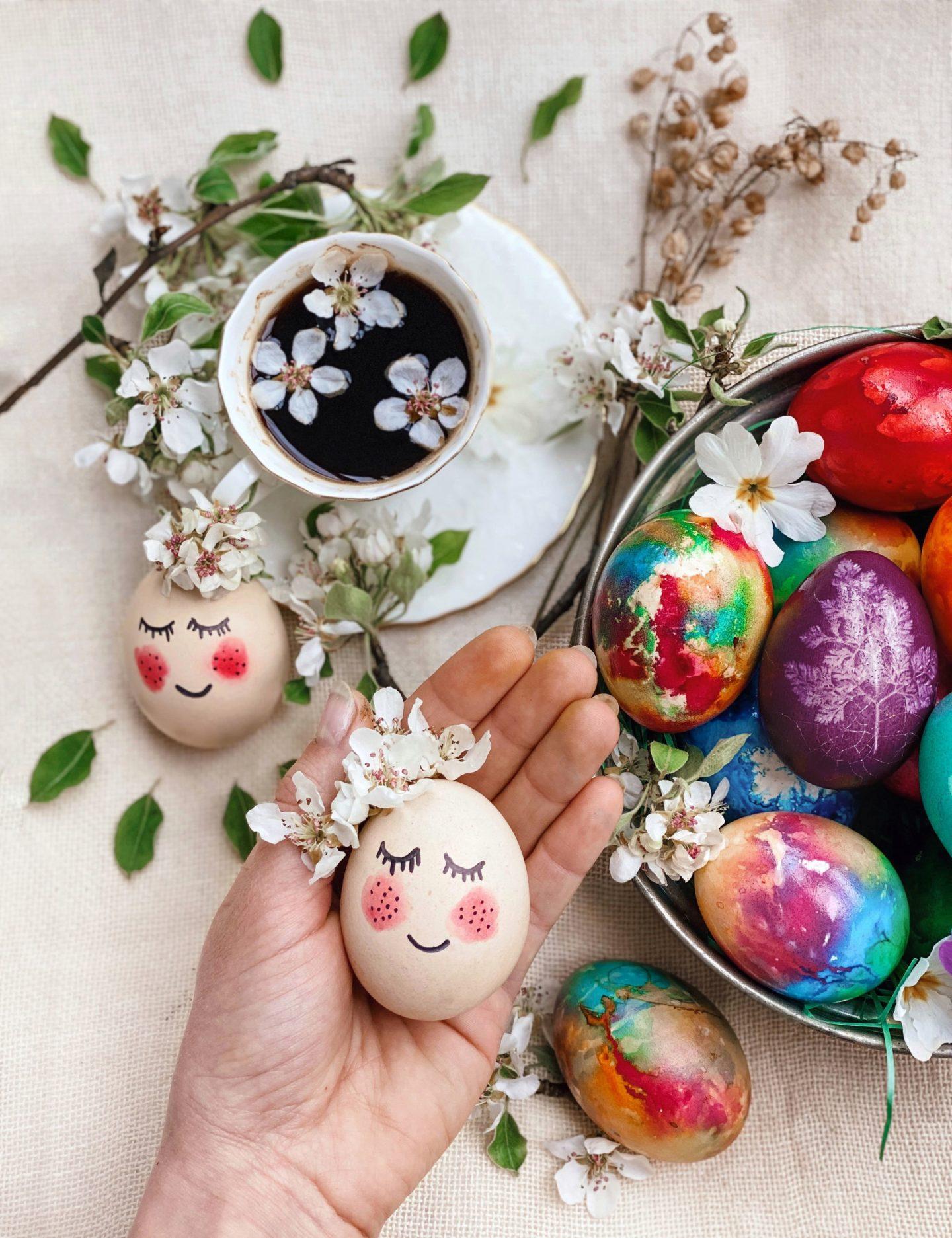 Боядисване на яйца с листенца